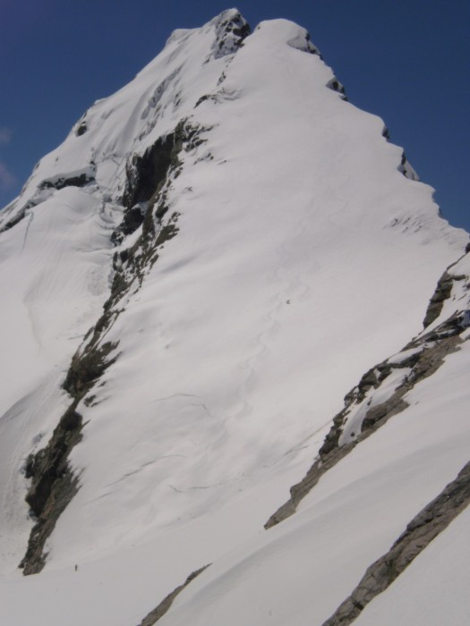 Skiers on SW spur of Mt Mannering