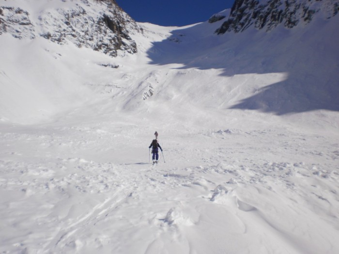 Setting out from the tarn at 1650m with the 600m headwall to go.