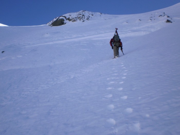 The bottleneck on Mt Sibbald headwall at about 2200m